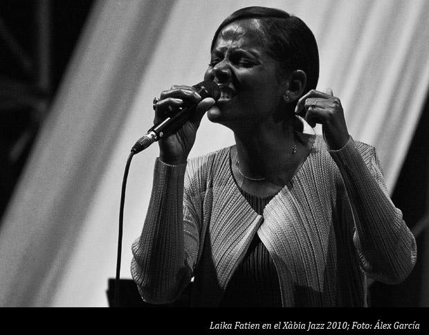 Laika Fatien en el Xabia-Jazz 2010 b/n; Foto: Álex García